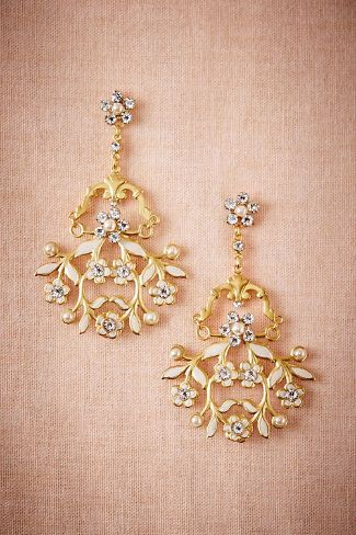 Liked the art on this earrings. #bride #brides #bridal #indianbride #indianwedding #wedding #marriage #india #jewelry #makeup #photography #indianfashion #golden #kundan #gold #girl #woman #lady