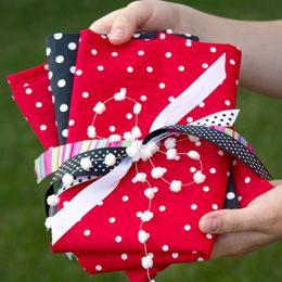 Tutorial on making fabric gift bags. Looks very simple