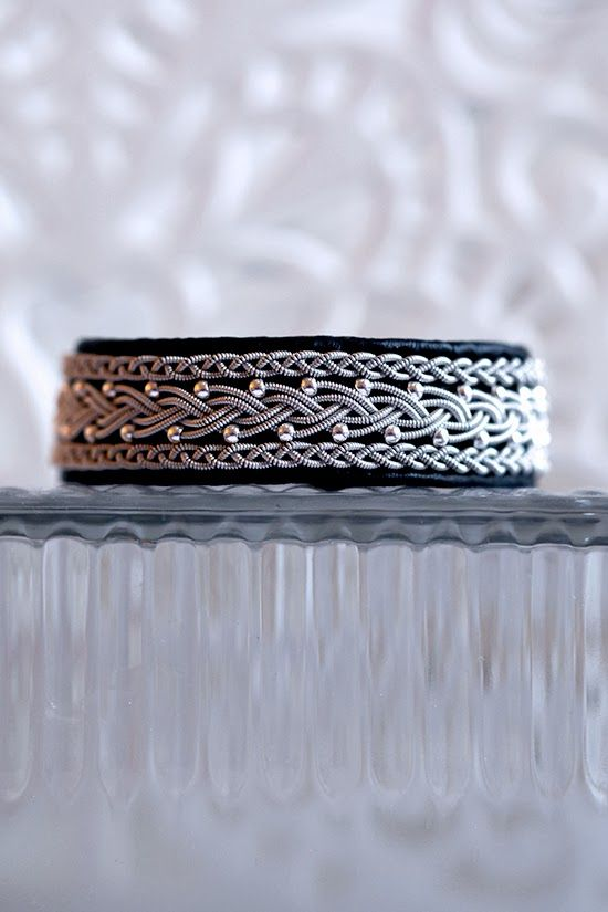 Lindas armband: 2 cm brett tennarmband med silverpärlor