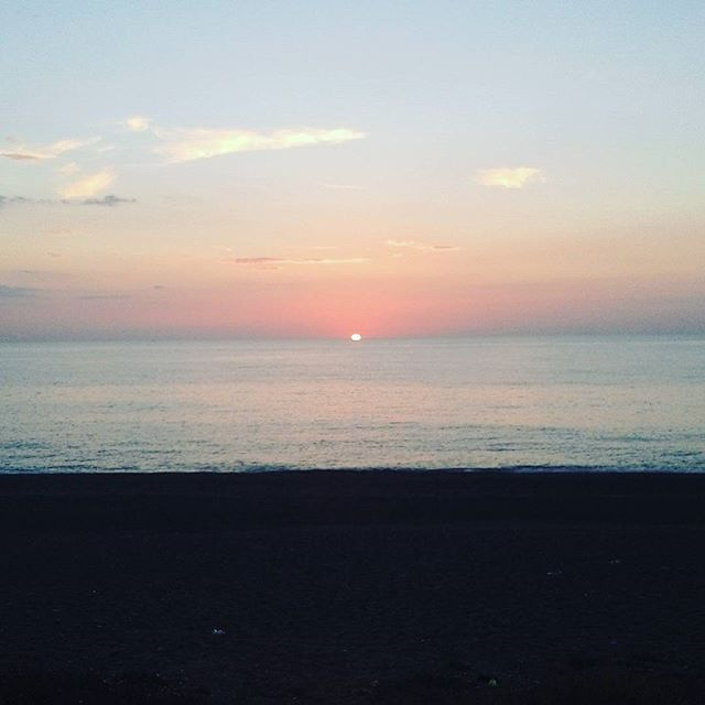 【andreataffo_02】さんのInstagramをピンしています。 《夕日🌅 📍ミラッツォ市 (メッシーナ県) .  Sunset 🌅 📍Milazzo (Messina) . Tramonto sul mare ~🌅 📍Milazzo (ME) . #ミラッゾ #海 #イタリア #シチリア #milazzo #Messina #メッシーナ県 #mare #sea #Sicilia #sicily #Italy #Italia #夕日 #sunset #tramonto》
