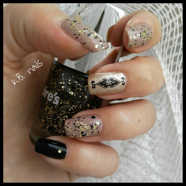 #nails #essence #dareitnude #gobold #blackisback #claires #conker