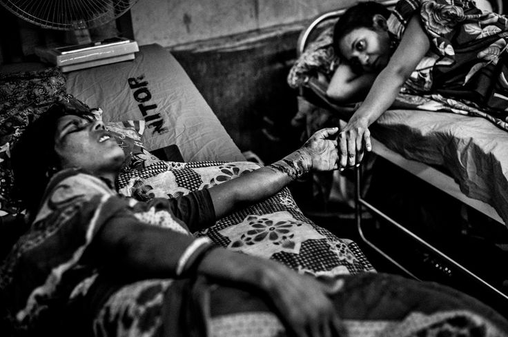 2014, Spot News, 3rd prize stories, Rahul Talukder, Bangladesh COLLAPSE OF RANA PLAZA Two seriously injured victims comfort each other at the orthopedics and rehabilitation institute in Dhaka, Bangladesh.