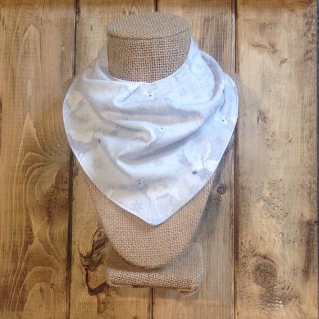Snowflakes & deer. A beautiful combination! Love the subtle grey of this winter bandana bib ❄️ #etsyshop #shopetsy #shopsmall #smallshop #shoplocal #handmade #shophandmade #bandanabib #bibdana #scarfbib #droolbib #dribblebib #babyootd #ootd #babyboy #babygirl #babystyle #babyfashion #winter #canadababy #canadianmade #canadianbaby #winterbaby #deerbib #ohdeer #neutralbib #babyshower #babyshowergift #babyboutique #afterthestork