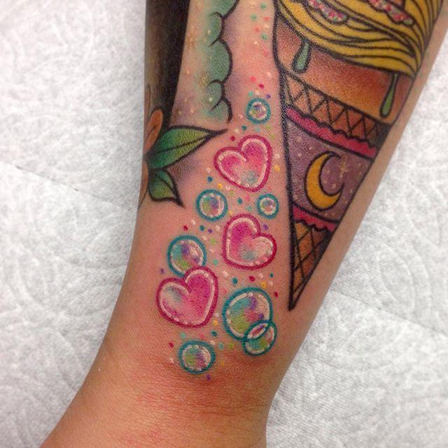 Roberto Euán bubbles tattoo IG: TheHeartShow         SC: Beauty_Jasmine  Pintrest:HeartBreaker94