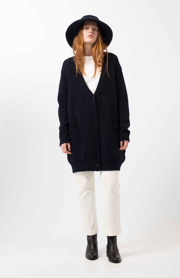 Zeita navy sweater. Navy blue plain knit cardigan. Long sleeve and sagging shoulder. V neckline and button-up front. Front patch pockets with flap. Oversize fit and long.