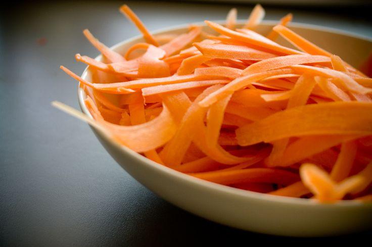 Kolejny tydzień zaczynamy bardzo zdrowo! Do obiadu podajemy marchewkę w marynacie z pomarańczą i imbirem. Pyszna i zdrowa - gotowa w 15 minut!
