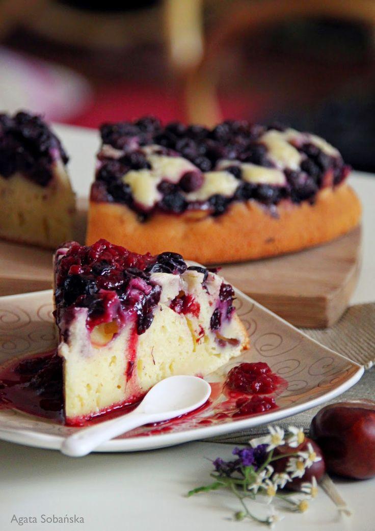 Kuchnia Wrze!: Ciasto jogurtowe z borówkami prosto z ogródka