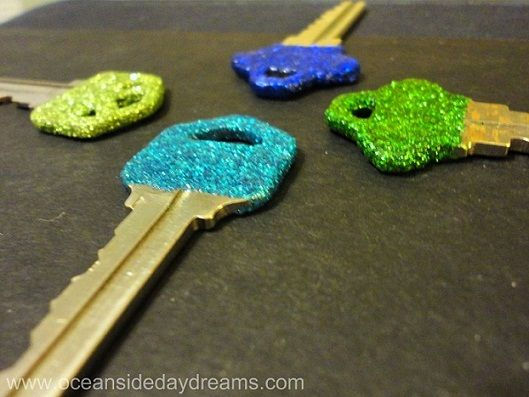 Mod Podge+glitter+clear nailpolish = glitter keys!!!
