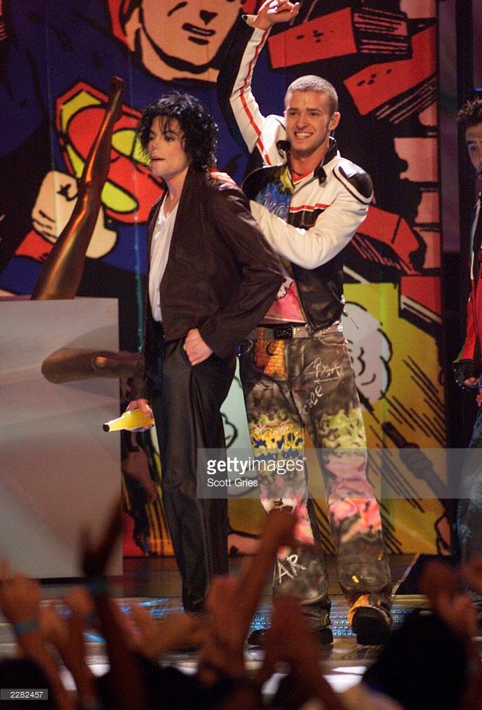 Michael Jackson onstage performing with Justin Timberlake at the 2001 MTV Video Music Awards held at the Metropolitan Opera House at Lincoln Center in New York City on September 6, 2001. Photo by Scott Gries/ImageDirect