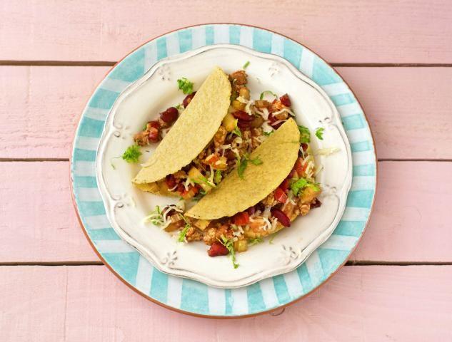 Taco's met kipgehakt, kidneybonen, groene peper en cheddar
