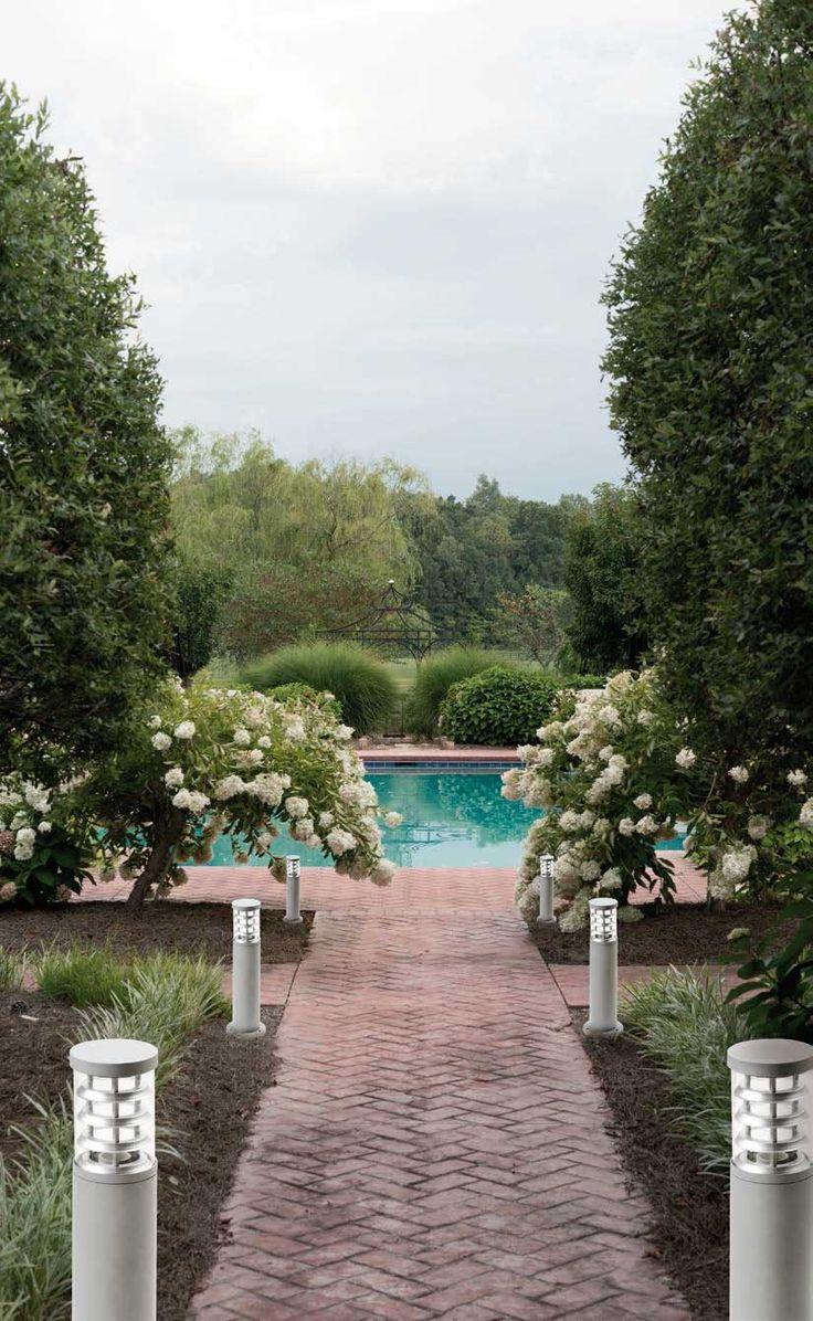 Επιδαπέδιο φανάρι - φωτιστικό στύλος στεγανό εξωτερικού χώρου κατάλληλο για κήπους και αυλές, από αλουμίνιο σε γκρι χρώμα με σκιάδιο από γυαλί. Naxos Collection της Viokef.--------- Floor lamp - outdoor light, suitable for gardens and courtyards, made of aluminum in gray color with glass shade. #exterior #pool #poolparty   #exteriordesign #outdoor #gardening #garden #gardendesign #exteriordecor #outdoorlighting #papantoniougr
