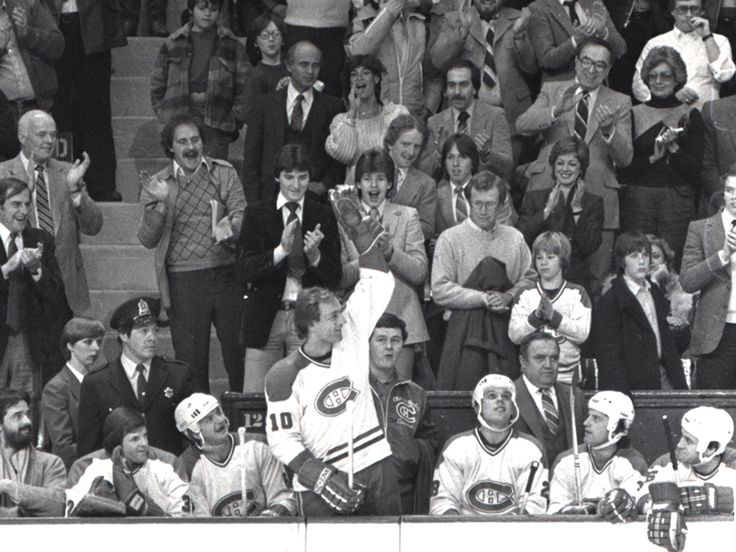 Guy Lafleur hits 1,000 points and a 15-year old Mario Lemieux celebrates in the crowd. #NHL #Hockey