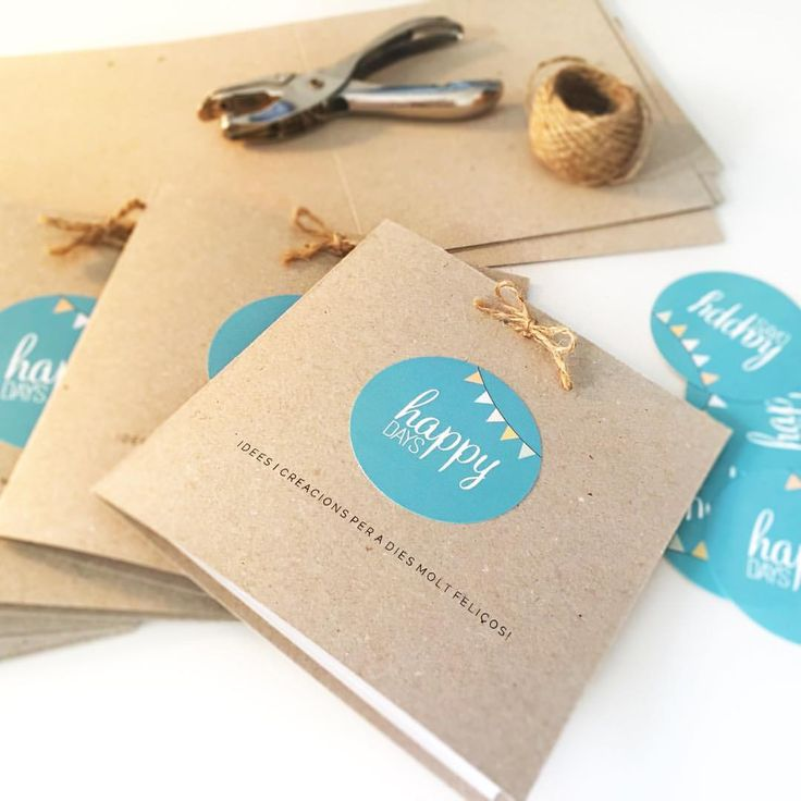 Matí molt productiu! El nostre catàleg està a punt de sortir a la llum! ----- Mañana muy productiva! Nuestro catálogo está a punto de salir a la luz! ----- #happydays #cataleg #catalogo #catalogue #invitacio #invitacion #invitation #segells #sellos #stamps #segellspersonalitzats #sellospersonalizados #customstamp #casament #boda #wedding #disseny #diseño #design #creativitat #creatividad #creativity #kraft #happy #happywedding