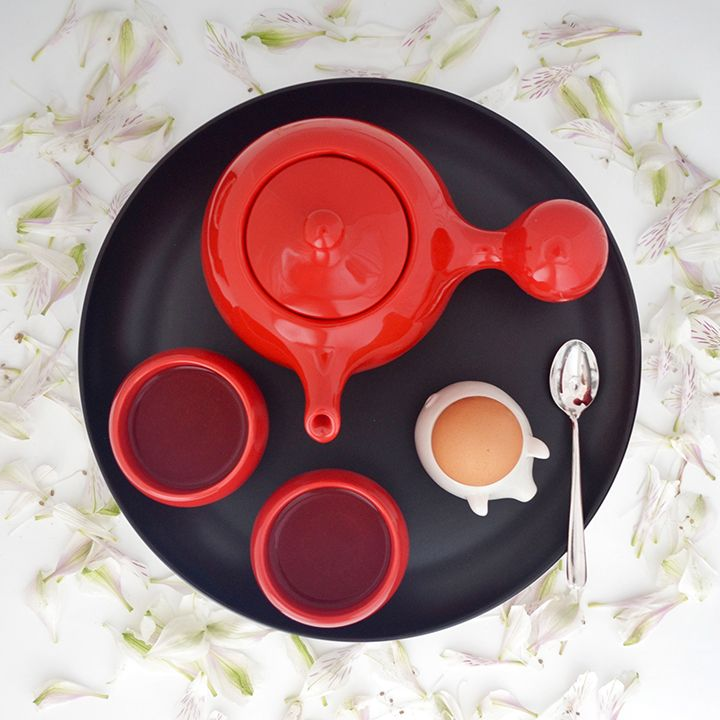 Today is a multiple cups of tea kind of day... #red #bulbteapot #blackplate #maiamingdesigns #asianteapot #contemporary #ceramic #etsyseller #black  #stoneware #earthenware #teaware #teapot #teacups #baconneggs #eggcup