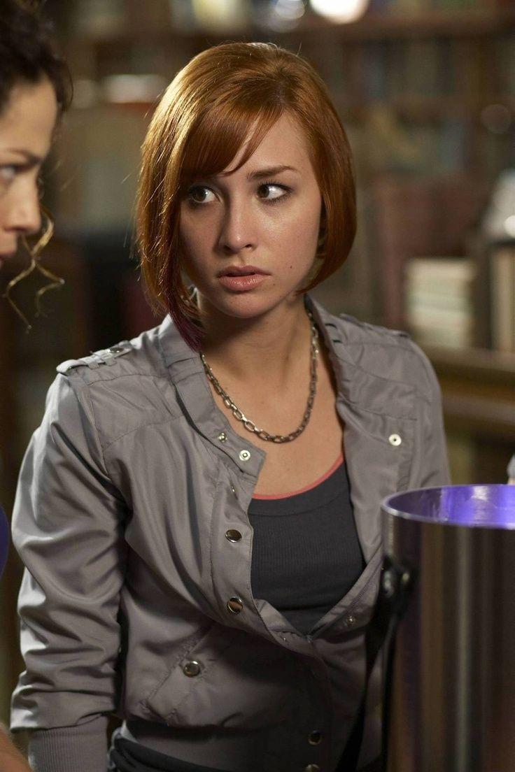 """Allison Scagliotti """"Claudia Donovan"""" in Warehouse 13 (2009 - 2014)"""