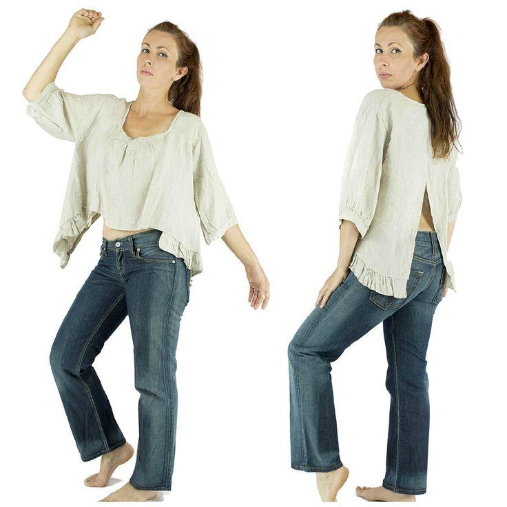 tunique écru, jeans, ensemble shabby chic ,romantique, tenue shabby chic, tenue bohème, tunique blanche, blanc, écru, crème, robe blanche, robe courte, shabby chic, cottage, naturel, bohème, confortable, matière noble, prêt à porter, tenue pour femme, tenue légère, été printemps/ tunic, shabby chic, romantic, shabby chic outfit, bohème outfit, white dress, white dress, shabby chic, cotton, natural, bohemian, comfortable, Woman holding lightweight spring summer