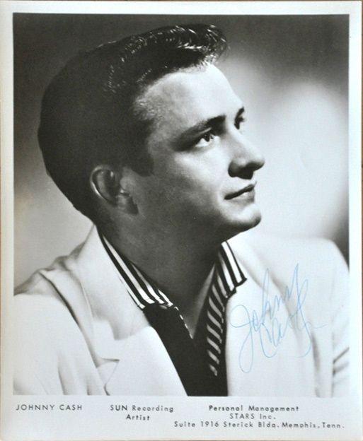 Johnny Cash Sun Records promotional portrait - Johnny Cash - Wikipedia, la enciclopedia libre