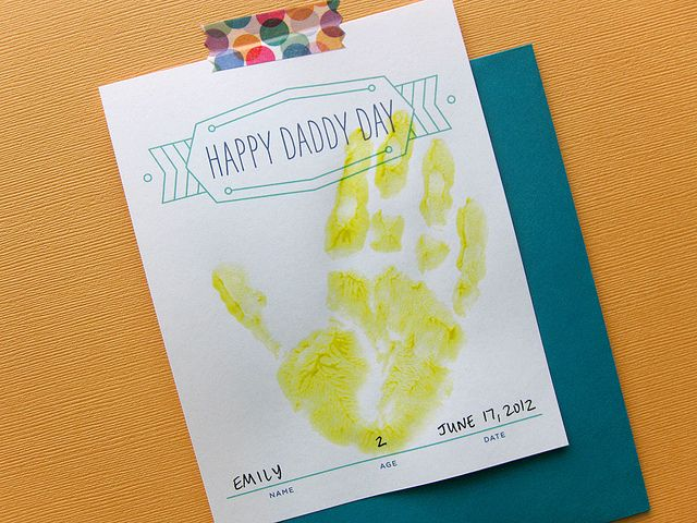 free mother's day/father's day handprint cardsDiy Handprint, Gift Bags, Fathers Mothers, Happy Daddy, Mothers S Fathers, Hand Prints, Mothers Day Cards, Fathers Day Cards, Diy Cards