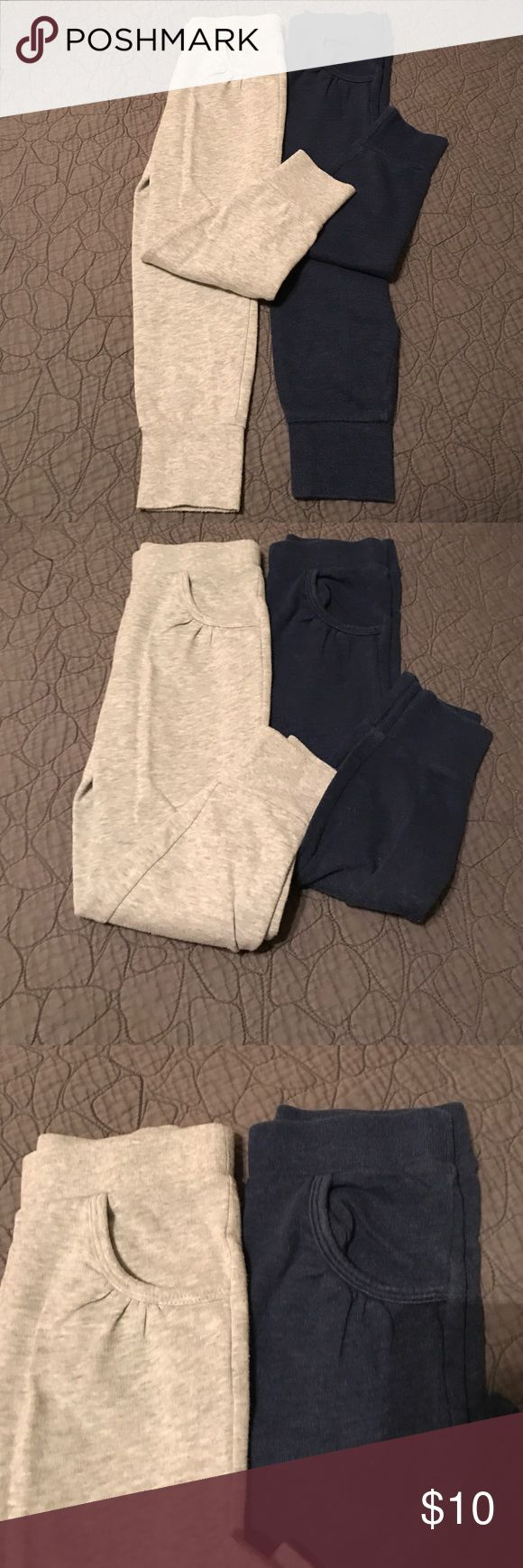 Toddler girls drawstring jogger sweatpants Toddler girls drawstring jogger sweatpants size 5T from Old Navy tapped at ankle   Sold as a lot one gray one Navy. Old Navy Bottoms Sweatpants & Joggers