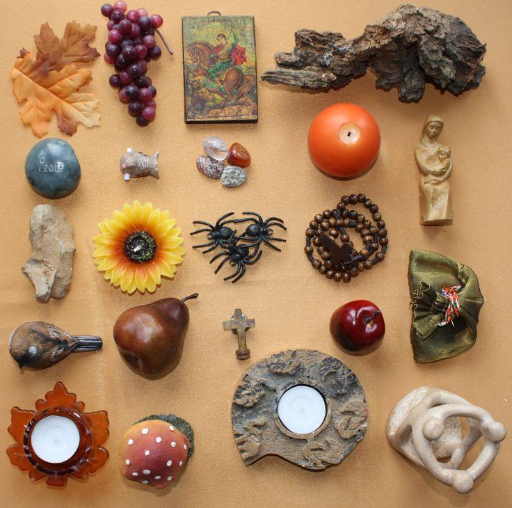 Symbolen vroege herfst. Pagina uit het Kijktafelboek geschreven door Ellie Keller-Hoonhout. Meer informatie? Ga naar http://www.geloventhuis.nl/2015/omhoog-vallen/kijktafels/cadeau-idee.html