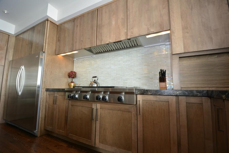 Large Range With Clean Backsplash. World Wide Cabinets. Beautiful Kitchen! # Cabinets #