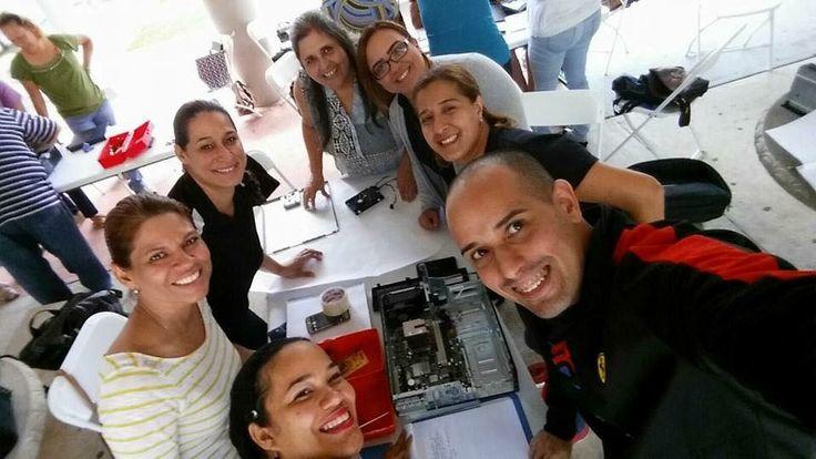 Este grupo de profesores de Administraciòn de Empresas de la Regiòn de Bayamòn participaron hoy del Taller Ensamblaje de Computadoras ofrecido por la Prof Luz Roldàn como parte de su Certificaciòn de IT Informaciòn Tecnològica.  Estos son los nuevos atractivos para las escuelas a travès del Programa ADEM.     ÈXITO!!!!