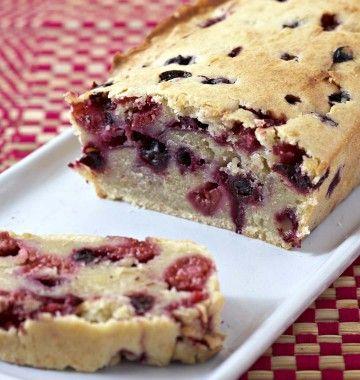Photo de la recette : Cake aux fruits rouges et lait de coco