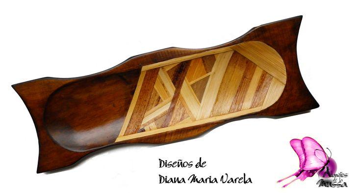 Linea Menaje de Mesa Centro de mesa/Batea  elaborada en madera (cedro rosado) con laminado de fibra vegetal (calceta de plátano)