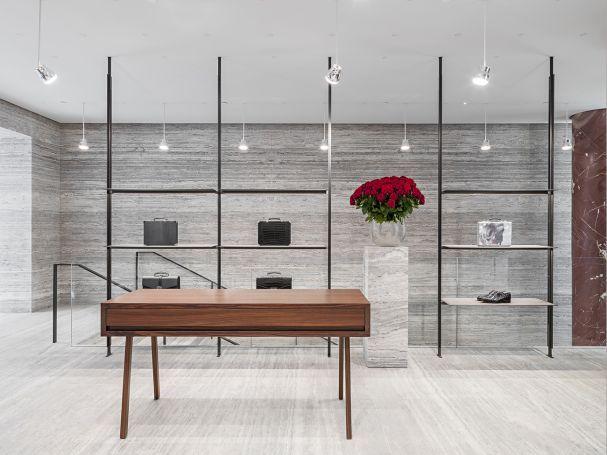 Brioni Flagshipstore Paris, Das Zurückhaltende Design Konzept Und Die  Soliden Möbel Lassen Die Einzelnen