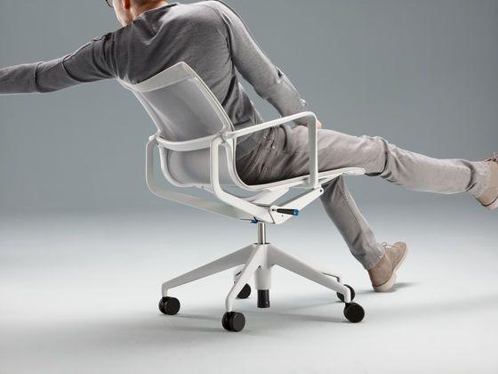 Vitra-Office, wordt geholpen door onze eigen ergonomie specialist. Martin Cuypers BV