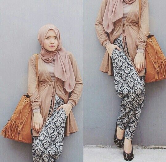 floral pants with hijab, How to wear floral pants http://www.justtrendygirls.com/how-to-wear-floral-pants/