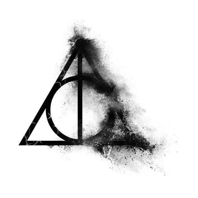 Schauen Sie sich diese fantastischen & # 39; Harry + Potter + – + Heiligtümer des Todes + zur Hälfte + Sand + Explosion + Schwarz + – + Feld … & # 39; Design auf @TeePublic!