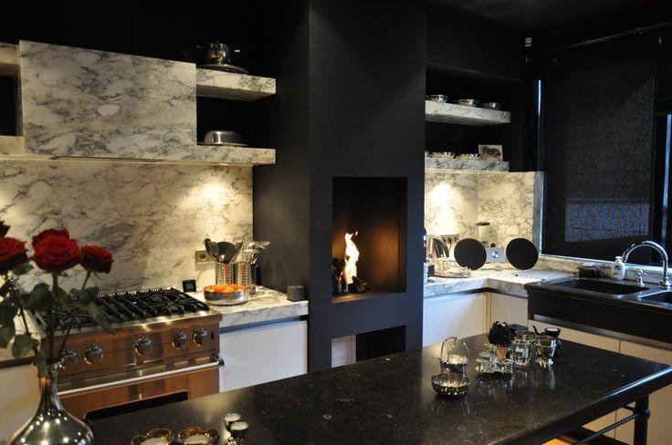 Open gashaard in bourgondische gezellige en stijlvolle keuken