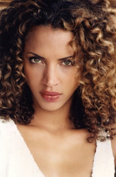 noemie lenoir is a beautiful specimen. (if I could wish my hair a way..this would be it.)
