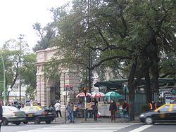Éste es el Zoo Buenos Aires. Hay muchos animales en La Granja Del Zoo