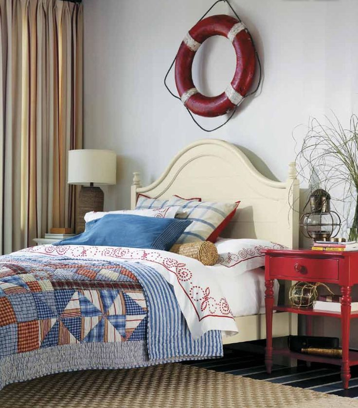 Classic nautical palette...your guests would feel at ease here.