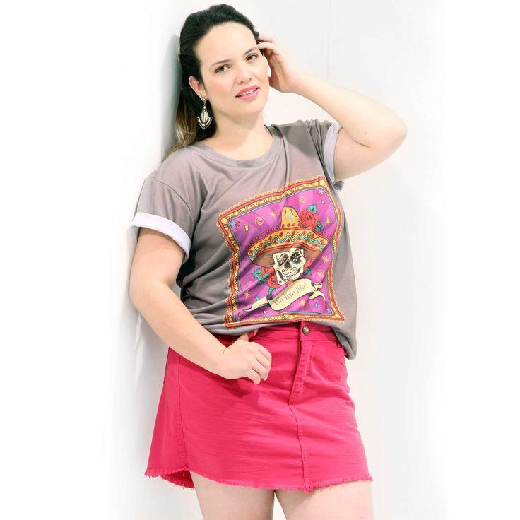 Camiseta Vamos Viver a Vida Feminina Camiseta em malha mista Plus Size; Com o motivo divertido da caveira Mexicana a Morte; Manga Curta; Uma camiseta para momentos divertidos #camisetaplussize #plussize #modaplussize #modaplussizebrasil #mulherplussize #tamanhogrande #vickttoriavick #modaplussizebr #plussizebrasil #plussizefashion #modagg #moda #fashion #feitonobrasil #plussizes #plussizebr #gordinhasdobrasil #modafemininaplussize #somosplussize #lojaplussize #lojafeminina #mulheresreais