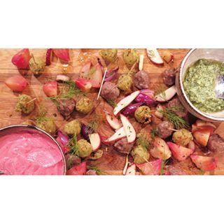 Köttbullar eller vegobullar, välj själv! Receptet hittar du på vardagspuls.se #vardagspuls #vegobullar #köttbullar