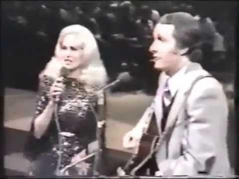 "Tammy Wynette & George Hamilton IV: ""Gotta Travel On"" (Duet)"