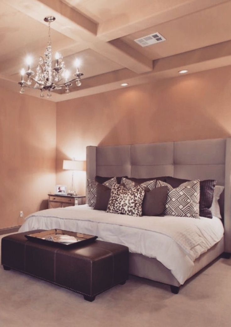 Love this bed frame and ceiling 313