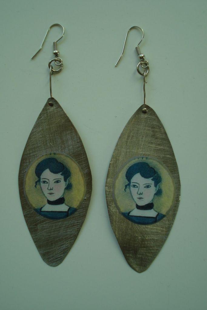 (31) Σκουλαρίκια κυρίες vintage από αλπακά και υγρό γυαλί