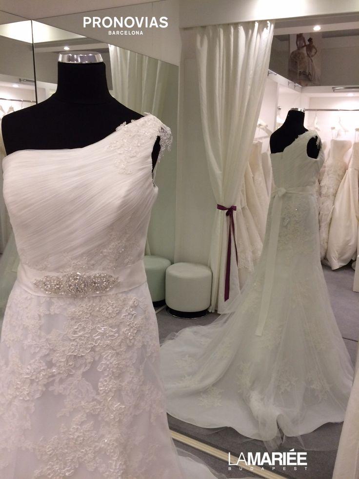 Bora esküvői ruha - Pronovias 2015 http://lamariee.hu/eskuvoi-ruha/pronovias-2015/bora