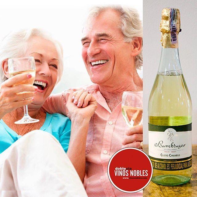 No hay nada mejor que una buena compañía y un delicioso Lambrusco. Pídelo a domicilio en www.vinosnobles.com . #VinosNobles. Imagen vía http://goo.gl/Pe5JuS