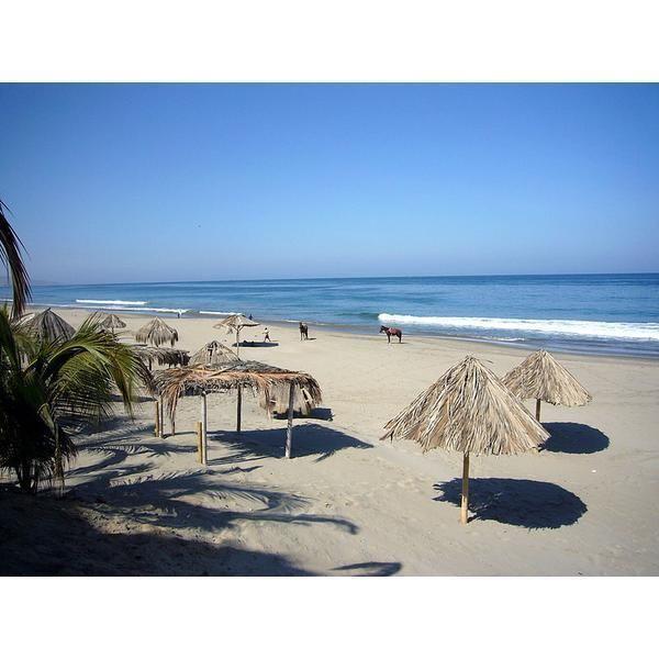 Playa de Máncora, Perú Esta playa, ubicada al norte de Perú, es un pueblo de pescadores muy elegido tanto por surfistas peruanos como extran...