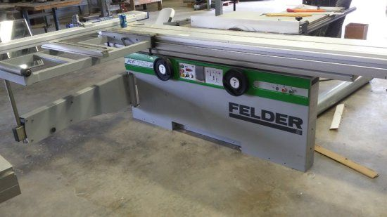 "Felder KF700 s/03 Felder Felder Sliding panel saw and shaper. Lightly used 3 phase with 52"" rip 3200 mm crosscut fence with transport unit to hold outrigger when not in use. Sliding table (2500 mm) Shaper with power height adjustment with digital display. 3 wheel power feed for use with saw and shaper. One adjustment crank is damaged and will need replacing. Great machine for either the professional or hobby woodworker. Felder KF700 s/03 Felder Auctions Online 