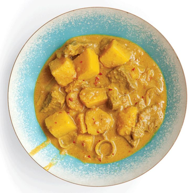 YELLOW CURRY WITH BEEF AND POTATOES (KAENG KARII)