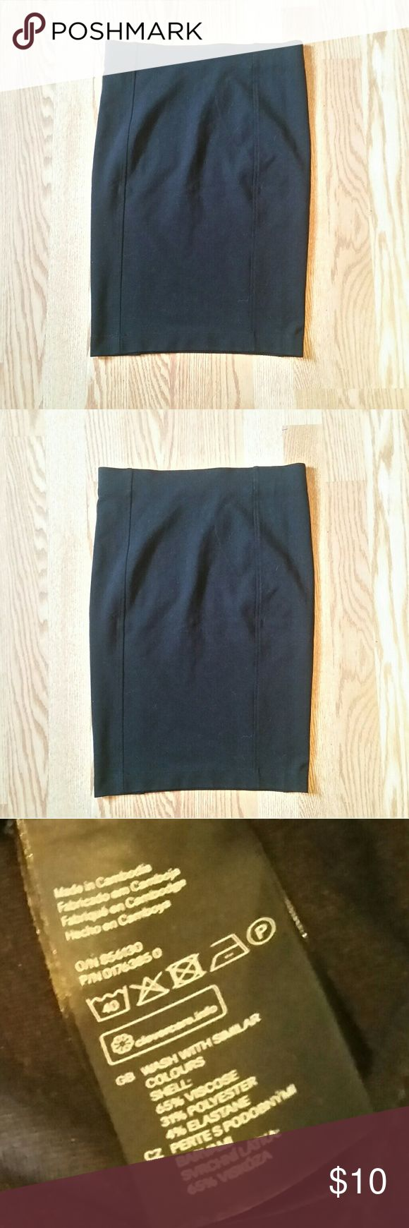 Black H&M Skirt Black H&M tight black skirt, size small. Viscose, polyester and elastane mix. Fits snug! Excellent preowned condition with no flaws - I wore once or twice. Perfect for going out or business casual look! H&M Skirts