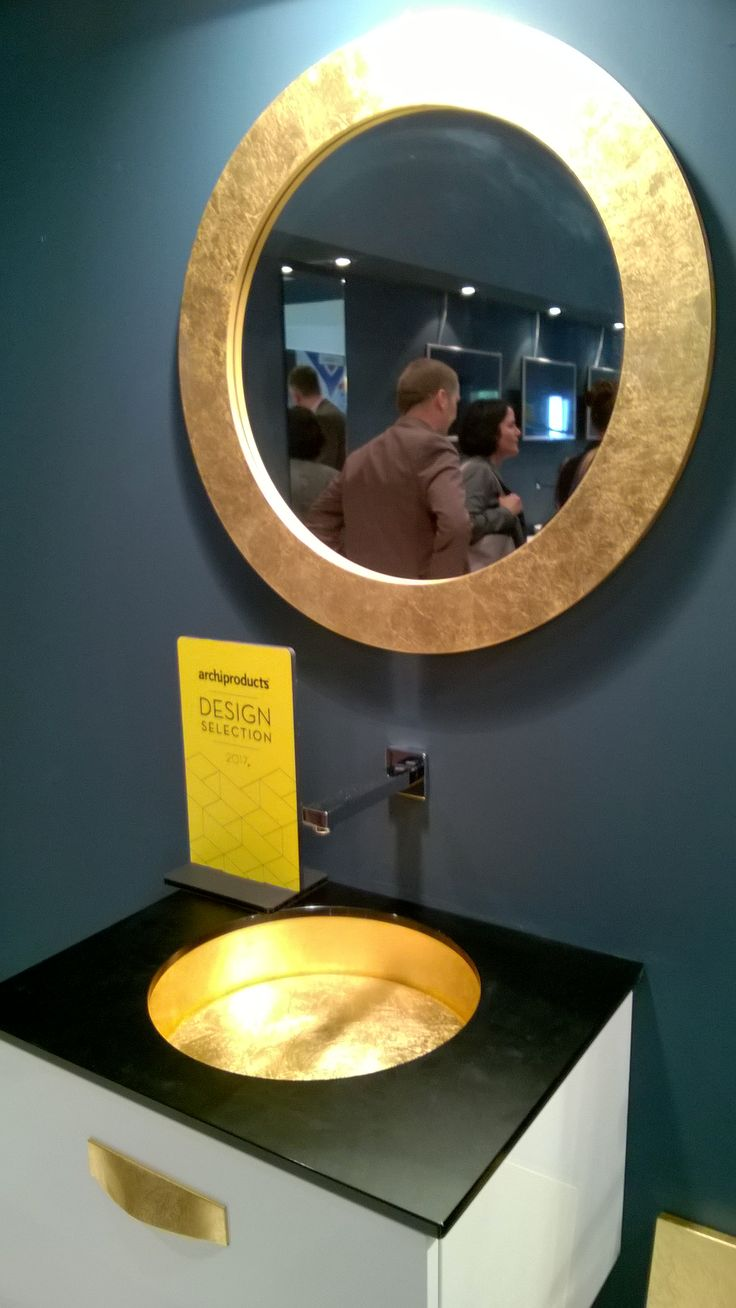 Meuble vasque avec miroir assorti Puntotre #puntotre #meublevasque #vasquedorée