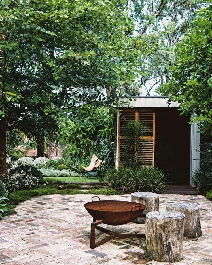 "118 Likes, 7 Comments - m e l i s s a r e d w o o d (@melissaredwoodinteriordesign) on Instagram: ""Garden oasis from @insideoutmag…"""