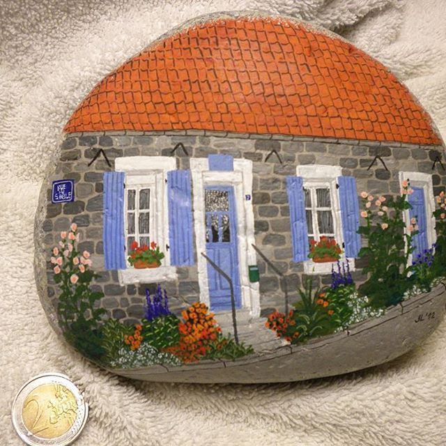 Huisje in Wissant #painting #peinture #gouache #paintingstone #rockpaintings #peinturegalet #stenenschilderen #naiveart #artnaive #pebbles #galet #keien #cotedopale #wissant #hautsdefrance #pasdecalais #france